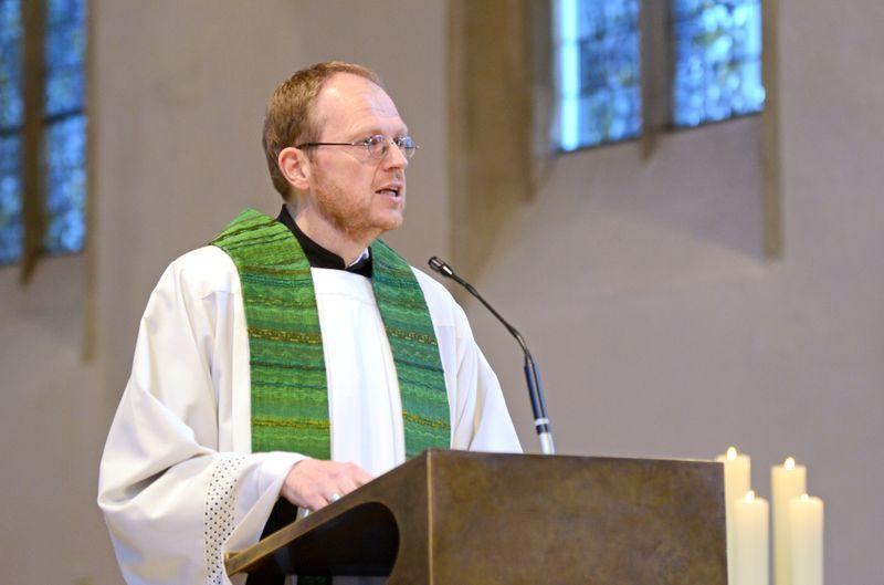 Hagemann: Stadtdechant Jörg Hagemann rief beim Ökumenischen Friedensgebet zum Einsatz für Menschenwürde und Gerechtigkeit auf