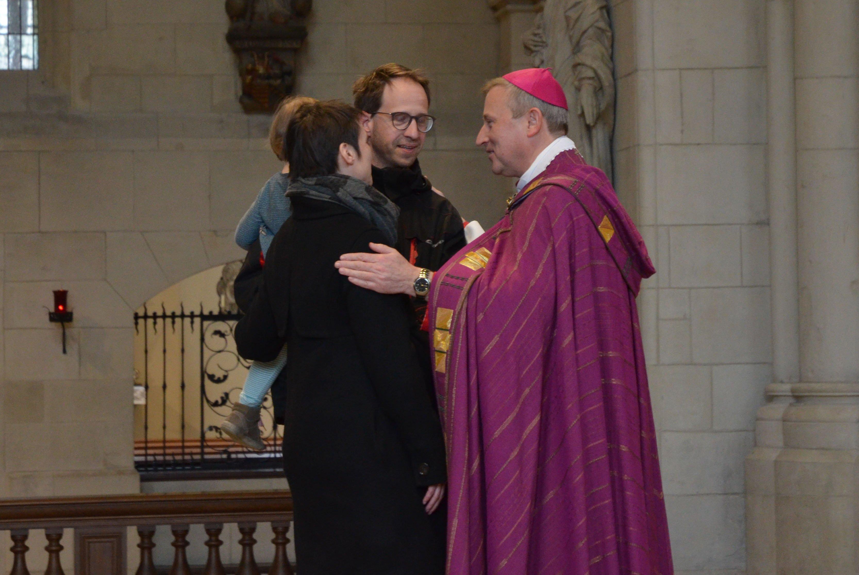 Weihbischof Wilfried Theising segnete die werdenden Eltern.
