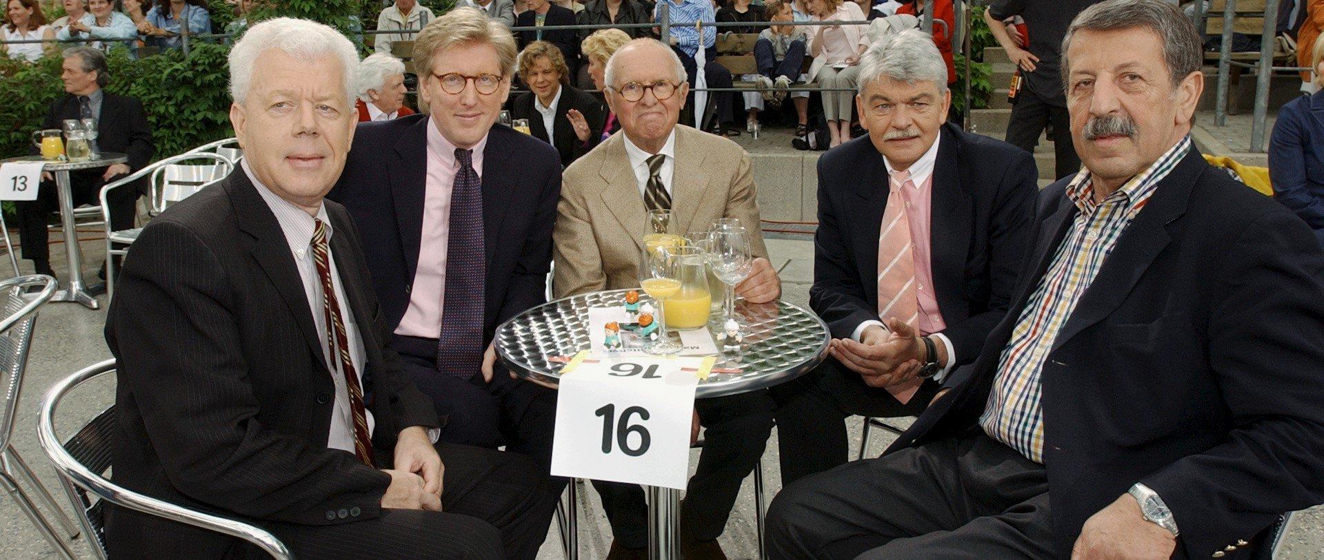 Der News-Tisch war mit Udo van Kampen, Theo Koll, Carl Weiss, Dietmar Ossenberg und Ulrich Kienzle bestens besetzt. / ZDF und Carmen Sauerbrei.