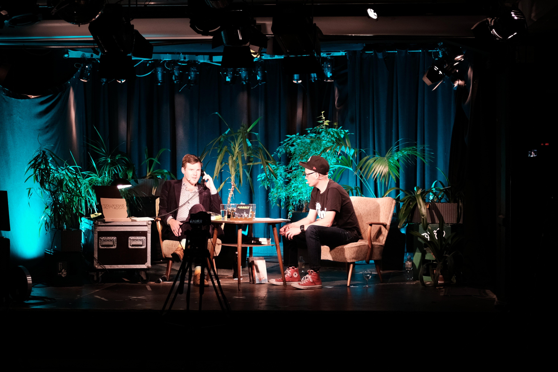 Während des Live-Streams konnten Zuschauer per Anruf Fragen stellen. (Foto © Martin Schröter)