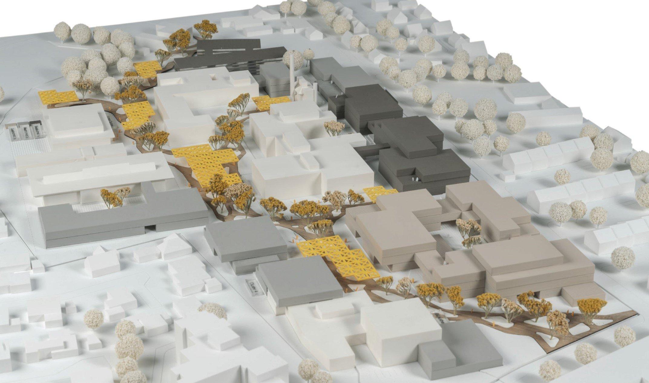 Gleiches Modell, anderer Blickwinkel: Die weißen Gebäude bleiben bestehen. Die Gebäude des ersten Bauabschnitts am Flögemannsesch sind dunkelgrau dargestellt, der zweite Bauabschnitt hellgrau, der dritte beige. (Foto: post welters + Partner mbH Architekten und Stadtplaner)