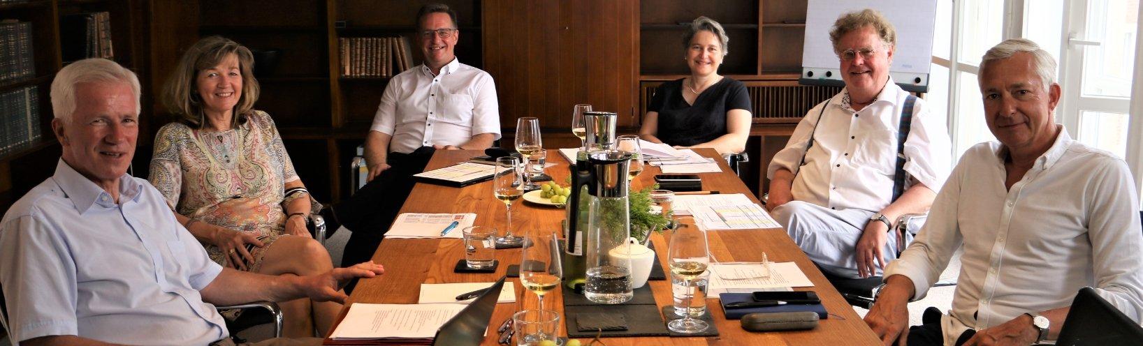 v.l.: Hans-Peter Kosmider (Vorstandsvorsitzender), Margarete Kordt, Prof. Dr. Thorn Kring, Anne Leusmann, Dr. Jörg Bockow, Hermann-Josef Mergen.