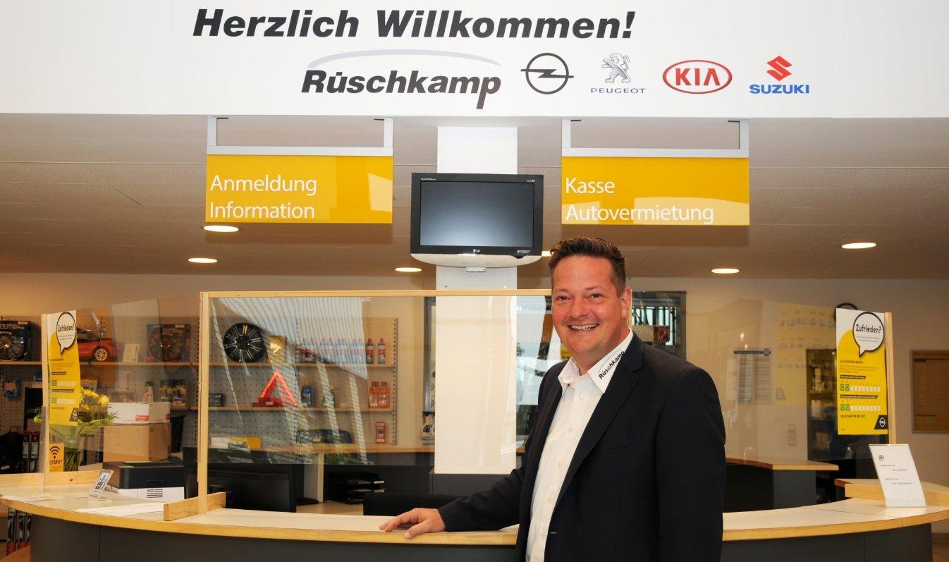 Zusätzlich zu der Standortleitung in Lüdinghausen verantwortet André Grünke in der gesamten Autohaus-Gruppe weitere Aufgaben, wie z.B. das Qualitätsmanagement und das Peugeot-Geschäft.