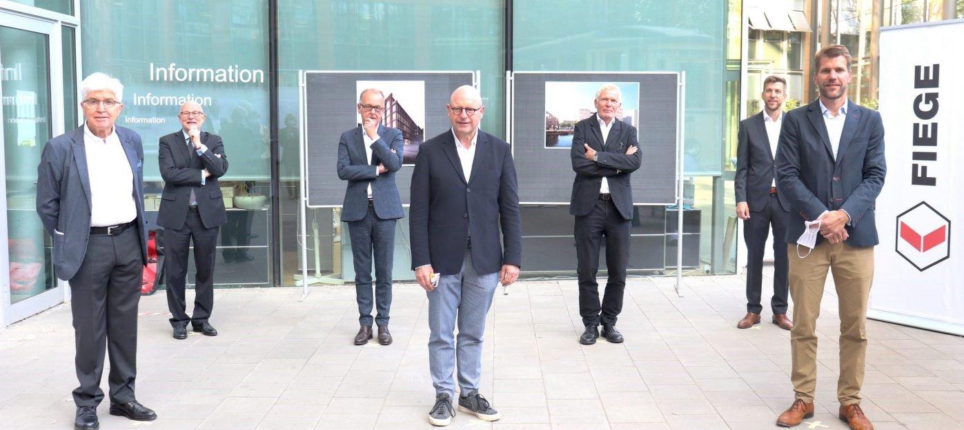 Freuen sich auf den bevorstehenden Umzug an den Hafen in Münster: (v.l.) Prof. Dr. med. Ingo Flenker, Christian Mosel, Ulrich Gremmelspacher, Oberbürgermeister Markus Lewe, Jan Kleihues, Jan Fiege, Felix Fiege