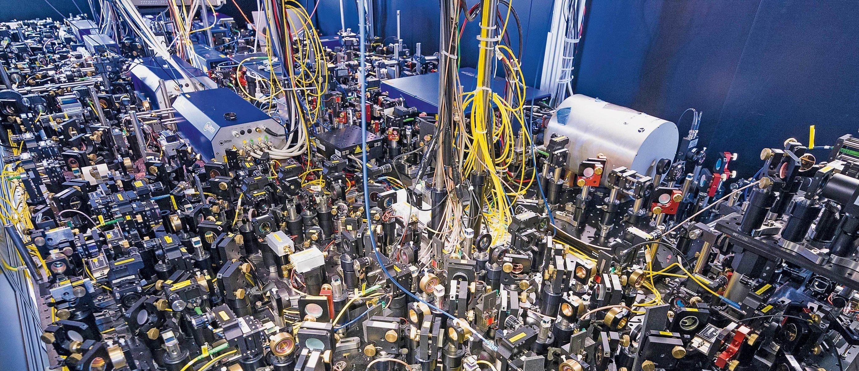 Hightech-Netzwerk: Quantenexperimente, wie sie etwa am Max-Planck-Institut für Quantenoptik gemacht werden, sind mit großem technischen Aufwand verbunden. Das Munich Quantum Valley wird der Wissenschaft und der Industrie eine Infrastruktur für solche Experimente zur Verfügung stellen.  © Axel Griesch