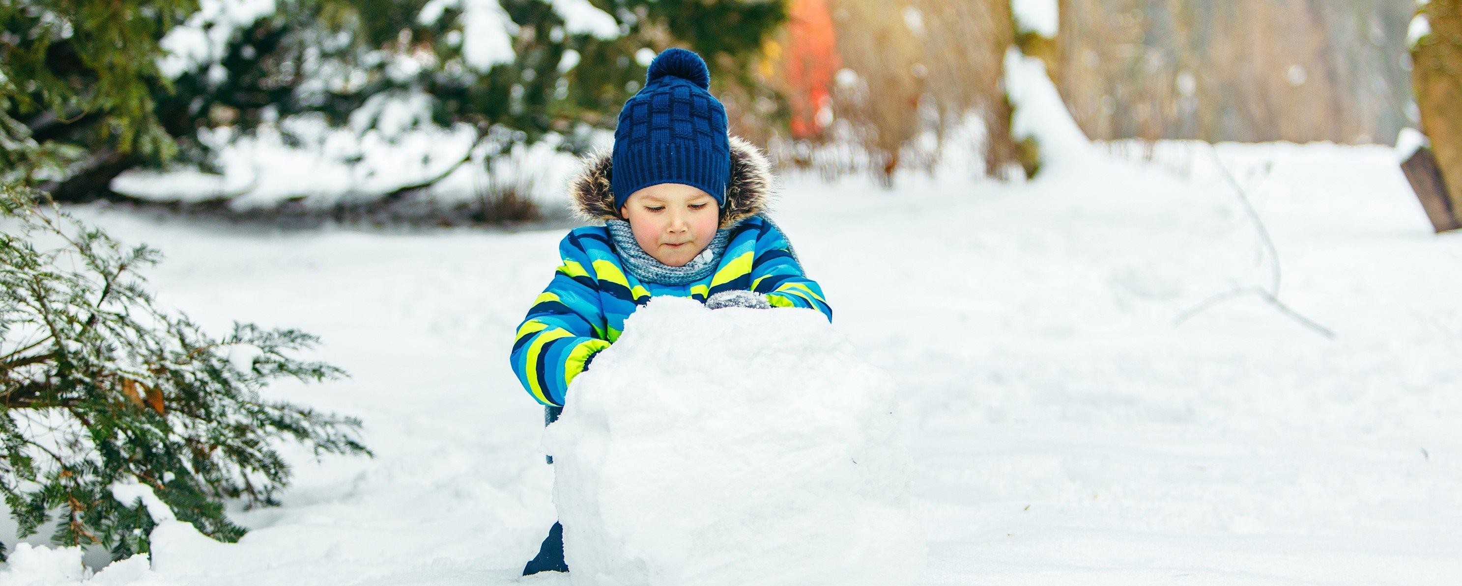 Bei idealen Bedingungen lässt sich Schnee zu riesigen Kugeln rollen. Quelle: WetterOnline