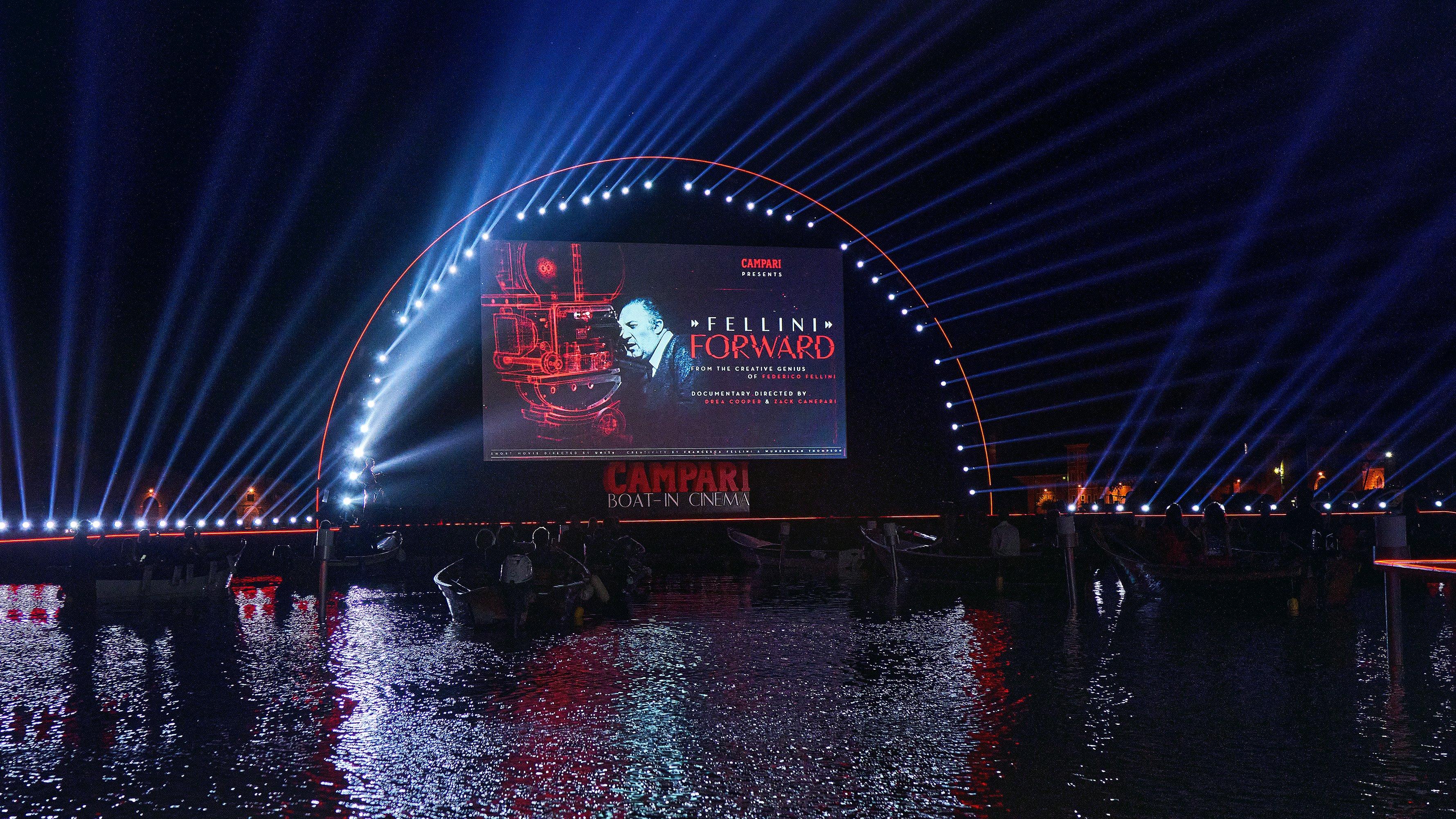 Globale Premiere von Campari Red Diaries 2021: Fellini Forward bei Campari Boat-in Cinema im Rahmen der 78. Internationalen Filmfestspiele von Venedig Bildrechte: Campari Deutschland GmbH Fotograf: Campari
